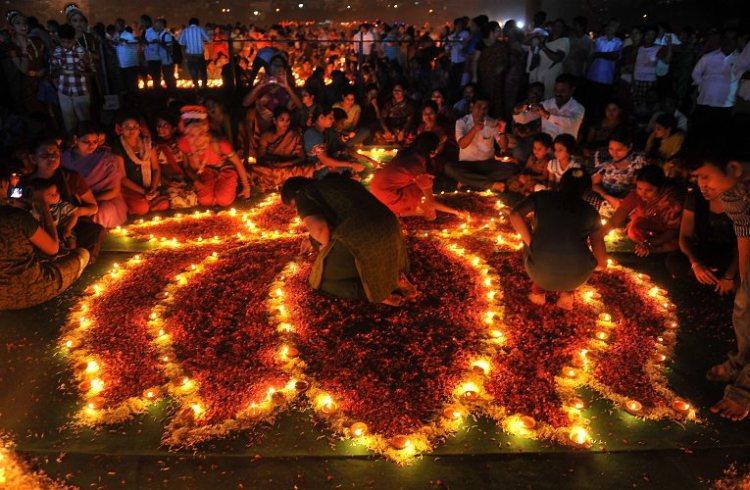 TOPSHOTS-INDIA-RELIGION-FESTIVAL-KARTHIKA