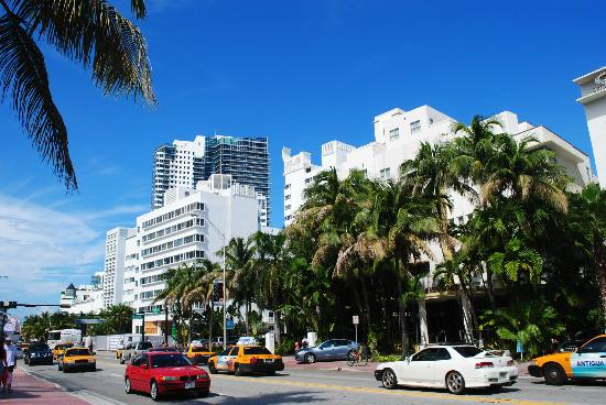 miami-beach-collins-ave