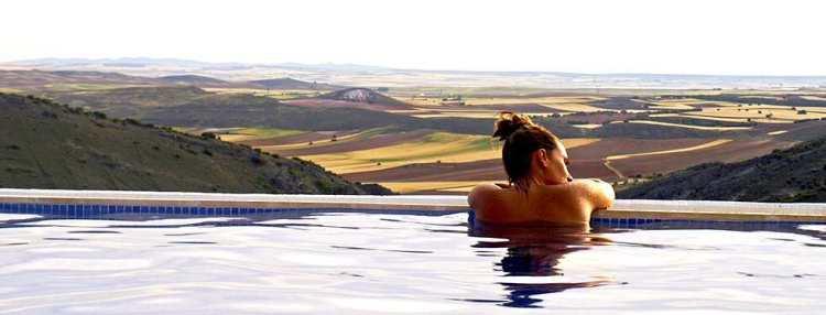 bienvenida-casa-rural-cuenca-antigua-chicote-4-piscina-desbordante
