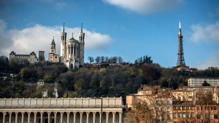 la-colline-de-fourviere-et-sa-basilique-le-2-decembre-2013-a-lyon_5414225