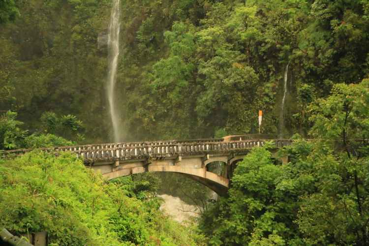 road-to-hana-bridge-waterfall