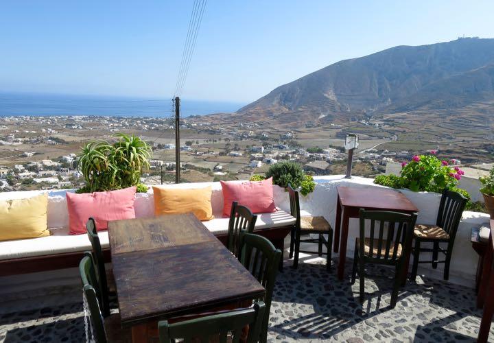 best-restaurants-santorini-metaxy-mas