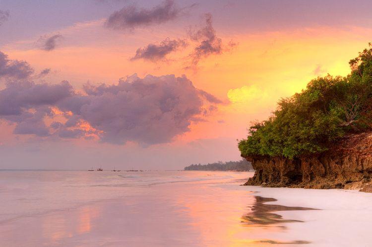 1200px-diani_beach_sunrise_kenya