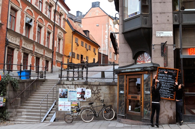crooked-sign-beefeater-gotgatan-sodermalm