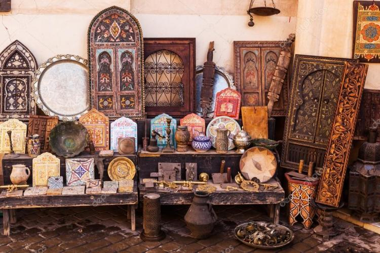 depositphotos_56943713-stock-photo-moroccan-antiquities-at-a-store