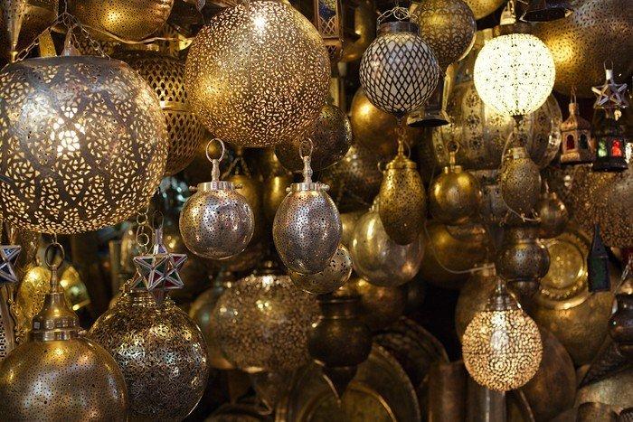 vinilos-marroqui-de-vidrio-y-lamparas-de-metal-lamparas-zoco-de-marrakech