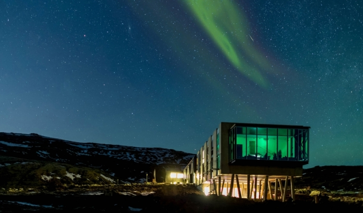 ion-luxury-adventure-hotel-architecture-northern-lights-night-view-m-11-r