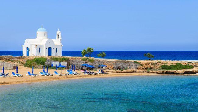 las-tranquilas-playas-de-protaras-chipre-650x366