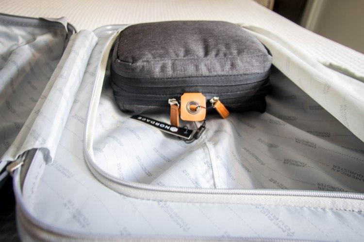 dentro de la maleta